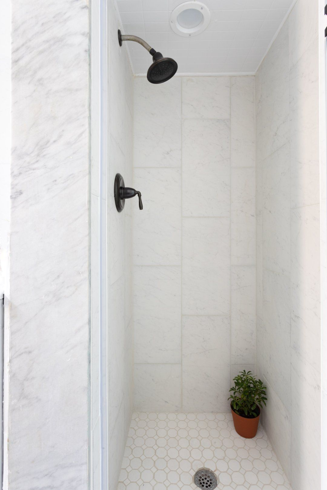 Style Selections Futuro White 12 In X 24 In Glazed Porcelain Marble Look Tile Lowes Com White Tile Shower Porcelain Tile Bathroom Ceramic Tile Bathrooms