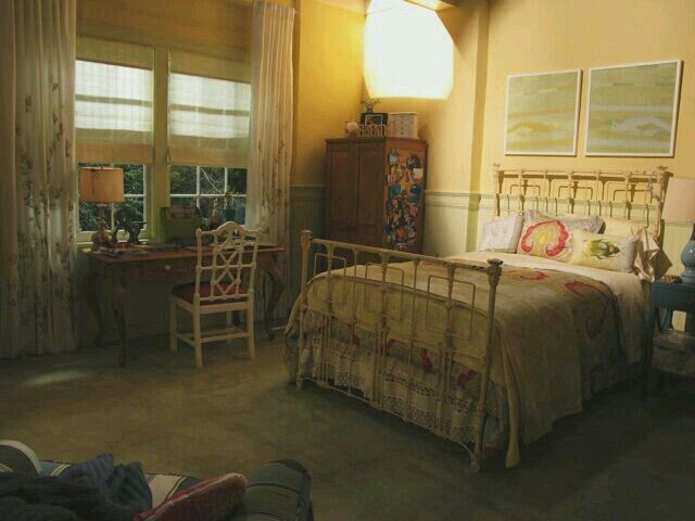 emily fields room bed pretty little liars rooms pinterest. Black Bedroom Furniture Sets. Home Design Ideas
