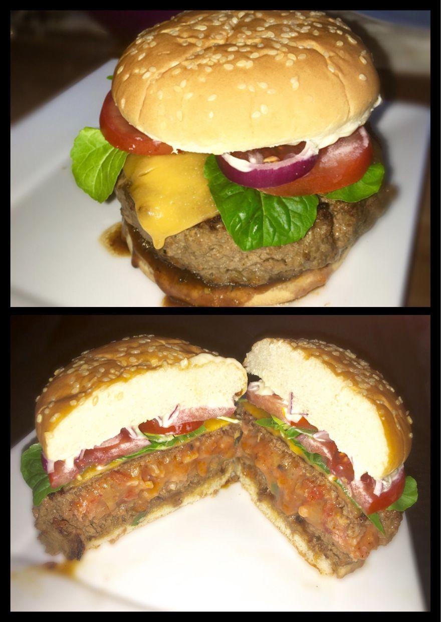 (Champignon, Bacon, Frühlingszwiebel, Tomate, Käse) 500g Rinderhack mit etwas Salz, Pfeffer u. Worcestersauce würzen.