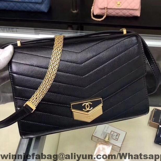 Chanel Chevron Calfskin Small Flap Bag A57491 2018   Chanel ... 6d45d5e900