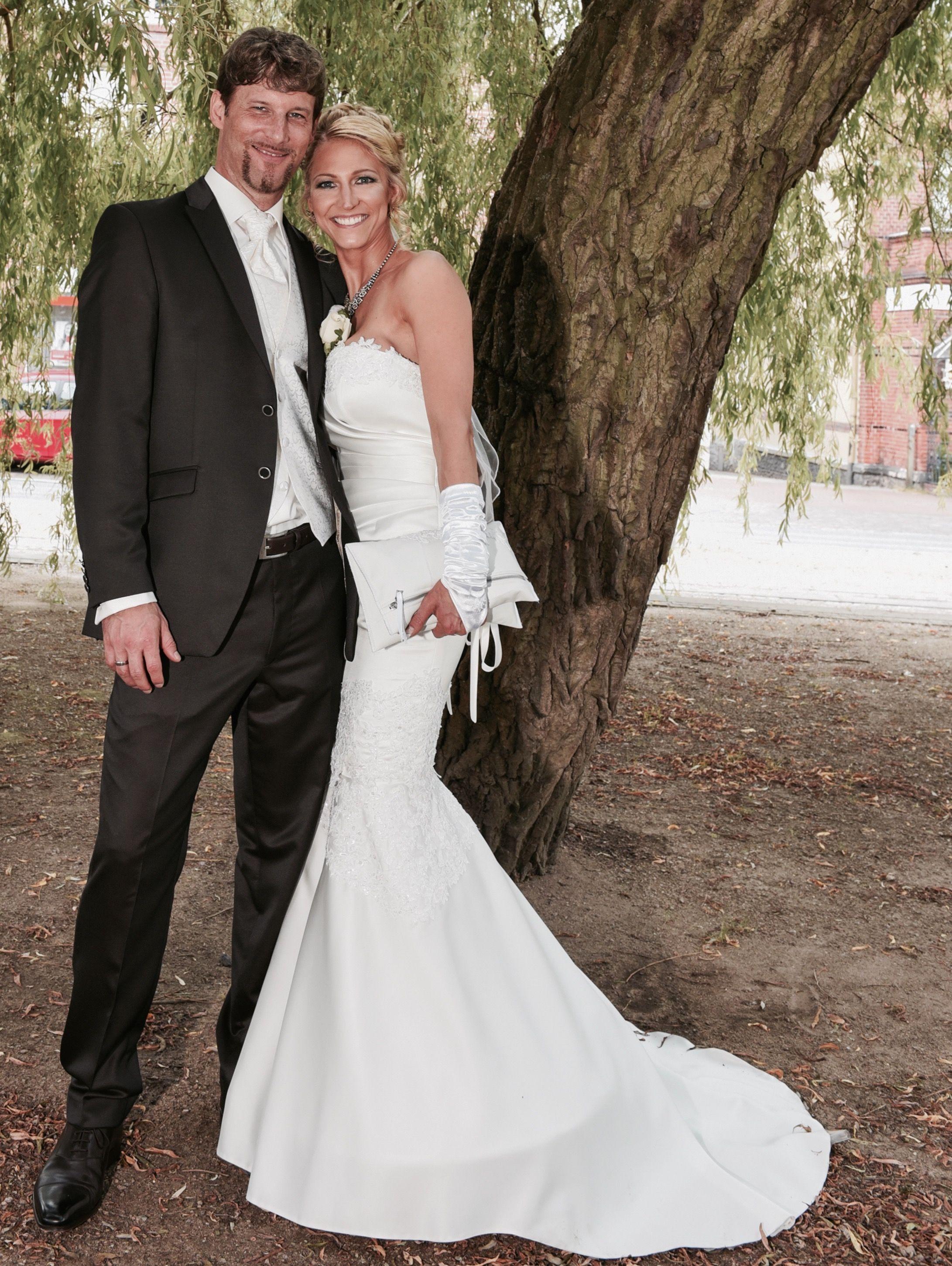 Brautkleid ausgefallen mit abnehmbarer Schleppe | Zweiteiler ...