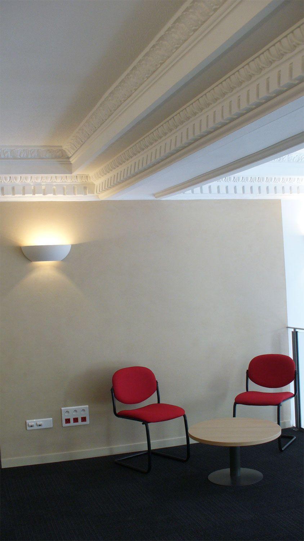 Realisierung von Gesimsen 19.Jahrhundert aus Gips. Bank CIC Lyonnaise in Nizza.