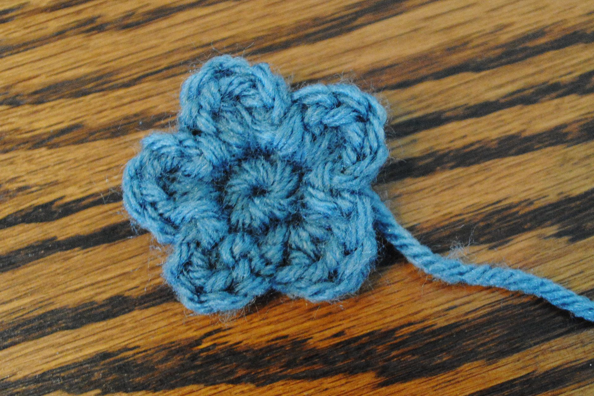 Small Flower Pattern | Crochet flores | Pinterest | Ganchillo ...