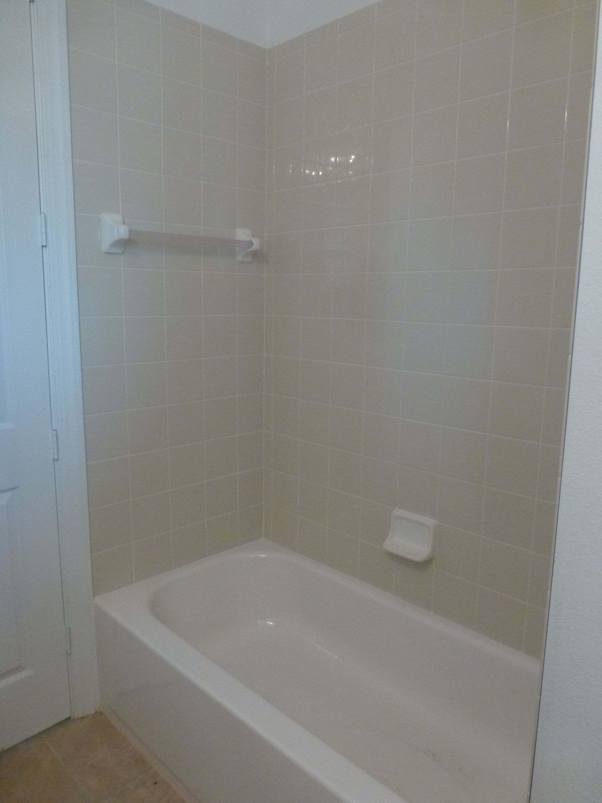6x6 bone bath wall tile with white