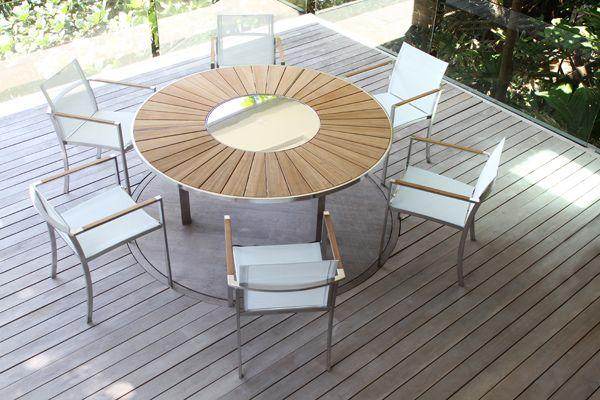table ronde avec plateau en teck et inox pouvant recevoir 6 8 personnes plateau central. Black Bedroom Furniture Sets. Home Design Ideas