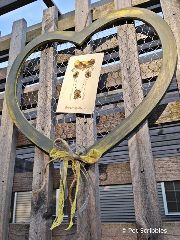 Rustic Gray and Yellow Chicken Wire Heart | DIY Ideas | Chicken wire
