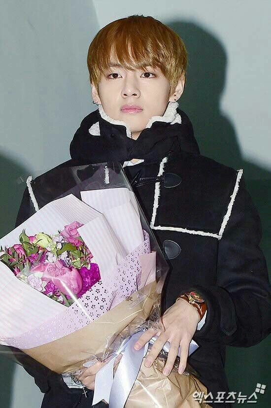 V At Jungkook S Graduation Ceremony February 7th 2017 Kim Taehyung Taehyung Bts Taehyung