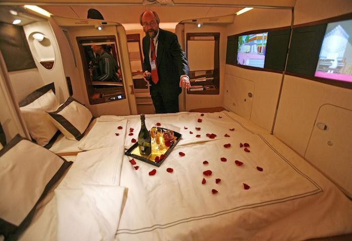 What It S Like To Fly The 23 000 Singapore Airlines Suites Class Singapore Airlines Best First Class Airline Best Airlines