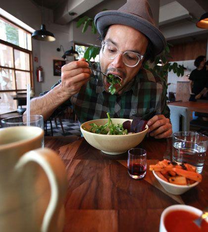 Restaurantes favoritos de Clemente, vocalista de Jumbo - Frente