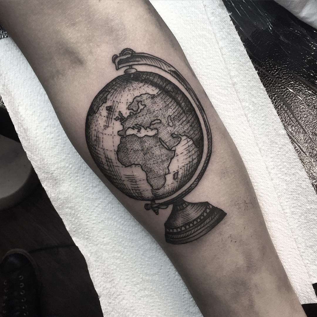 world globe tattoo tattoo pinterest gelassenheit globus und reise tattoos. Black Bedroom Furniture Sets. Home Design Ideas