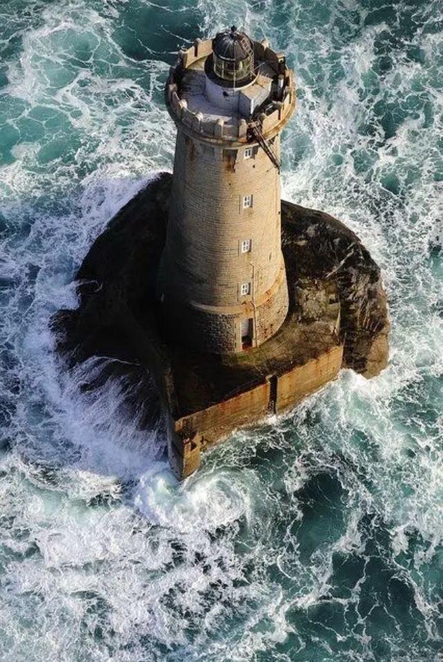 erección hombre en el mar de