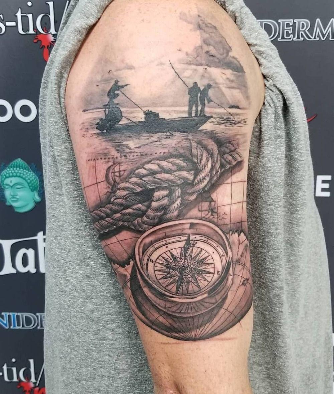 Mann schulter tattoo kleines Tattoorechner