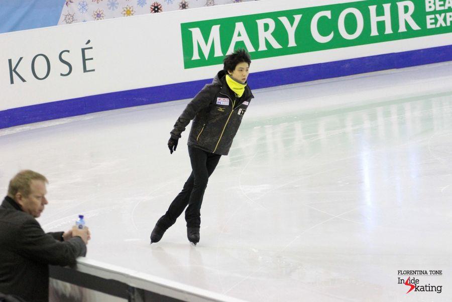 Yuzuru Hanyu takes the ice for the practice   Inside Skatingより