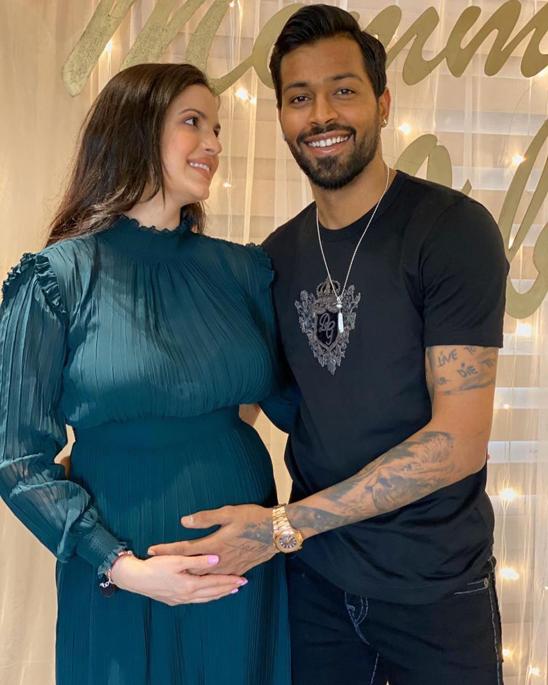 Latest Cricket News Cricketer Hardik Is Seen Resting His Hand Gently On Natasa S Baby Bump As She Lovingl In 2020 Actresses Intimate Wedding Hardik Pandya Girlfriend