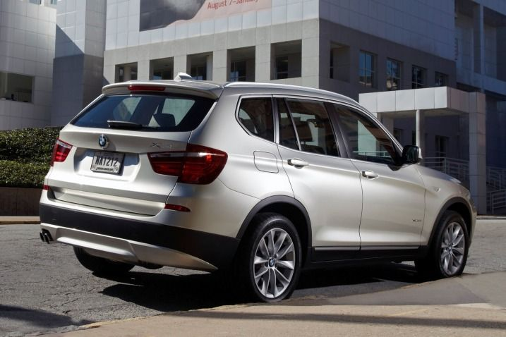 Top 10 Coolest Vehicles For Soccer Moms And Dads On Edmunds Com Bmw Bmw X3 Bmw Review
