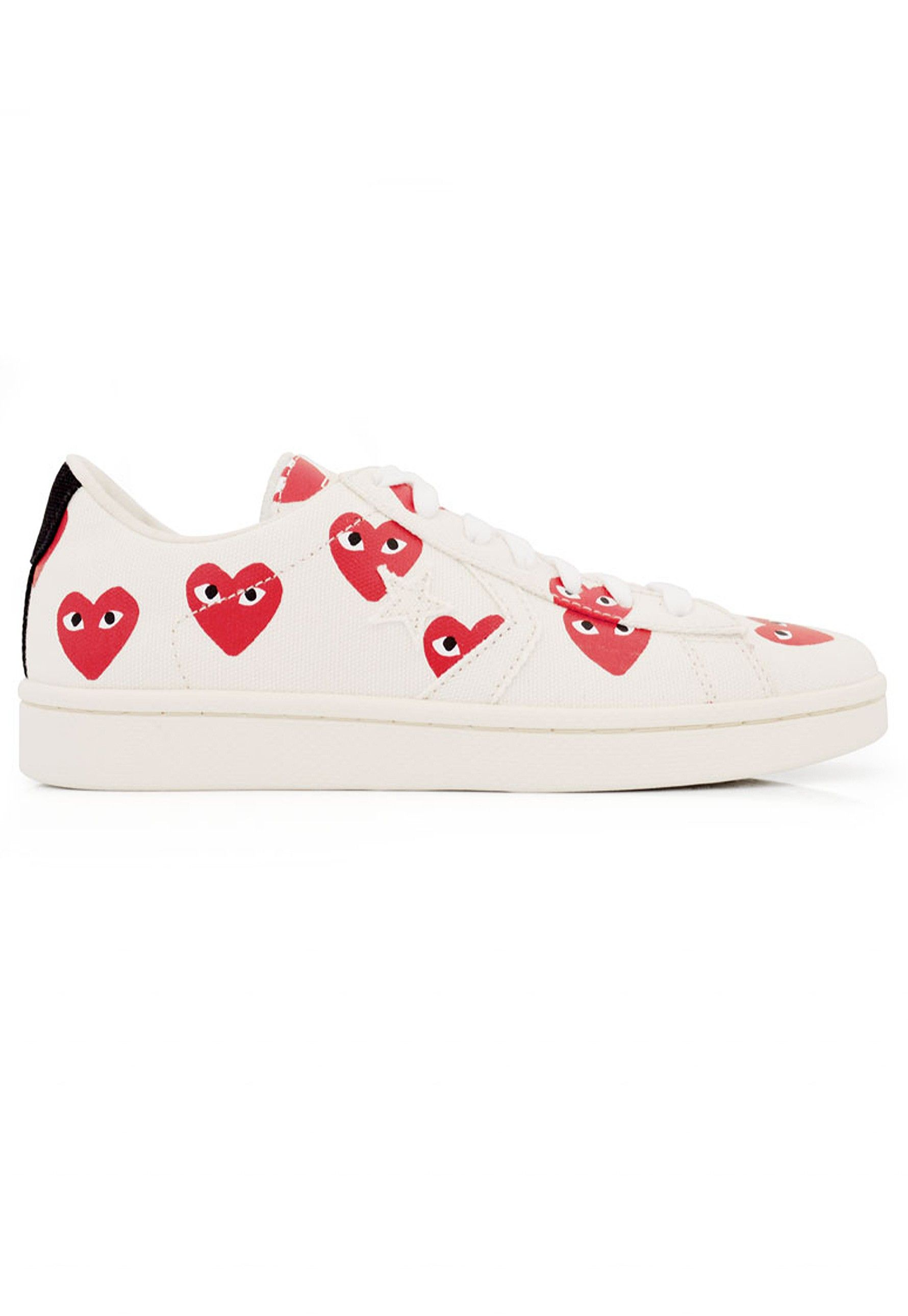 274cfe30b8a8a4 Comme Des Garcons PLAY x Converse Pro Leather Low Top in Cream. Comme des  Garcons PLAY collaborate with footwear masters Converse and create this low  top ...