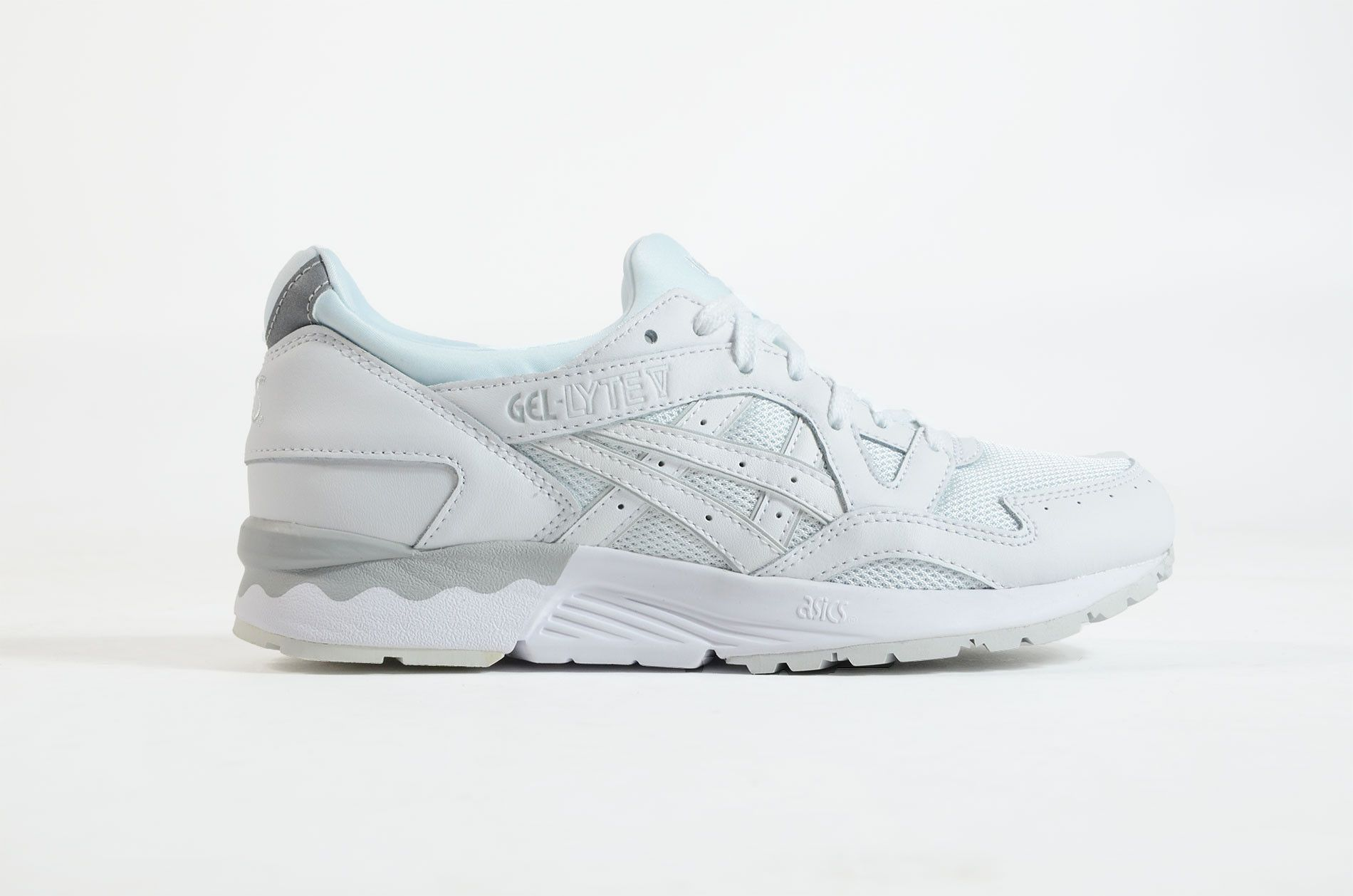 A white Asics Gel Lyte V for women, with a baby blue innsock. This sneaker  is made of Leather / Textile.