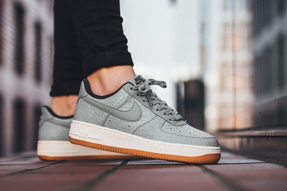 Buon Prezzo Nike air force 1 cracked metallic leather scarpe