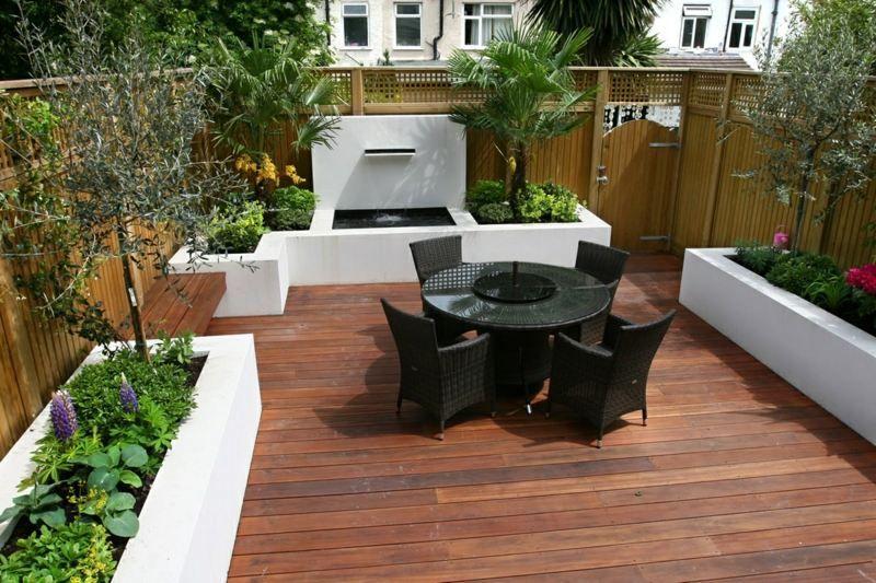 Schön Kleinen Garten Gestalten Mit Sitzbereich, Hochbeeten Und Brunnen