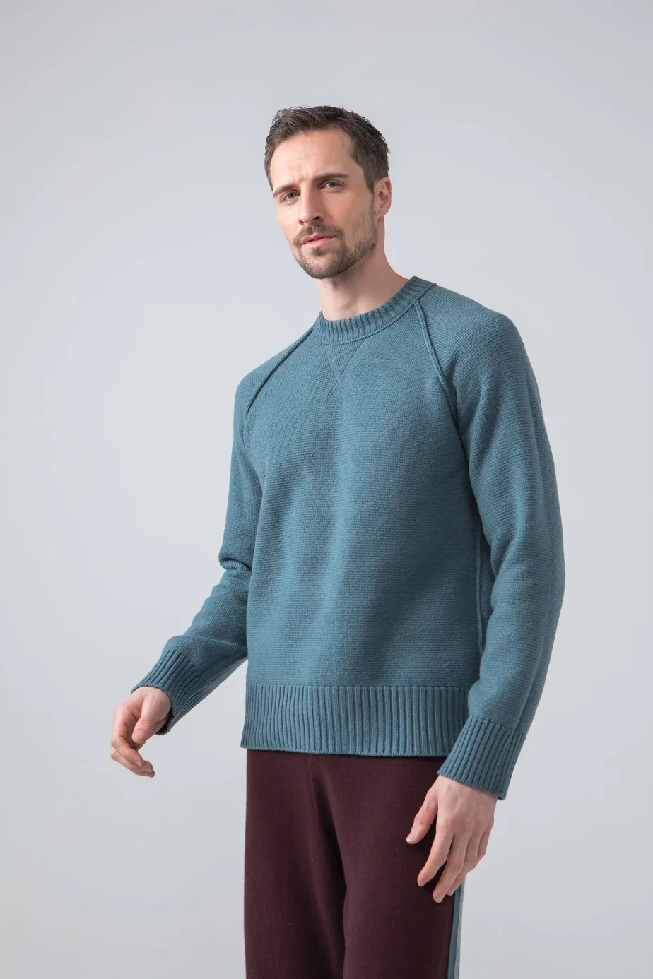 Reversible Slouchy Fleece Slate Men S Cashmere Sweatshirt Johnstons Of Elgin In 2021 Cashmere Sweater Men Mens Cashmere Cashmere Loungewear [ 1386 x 924 Pixel ]