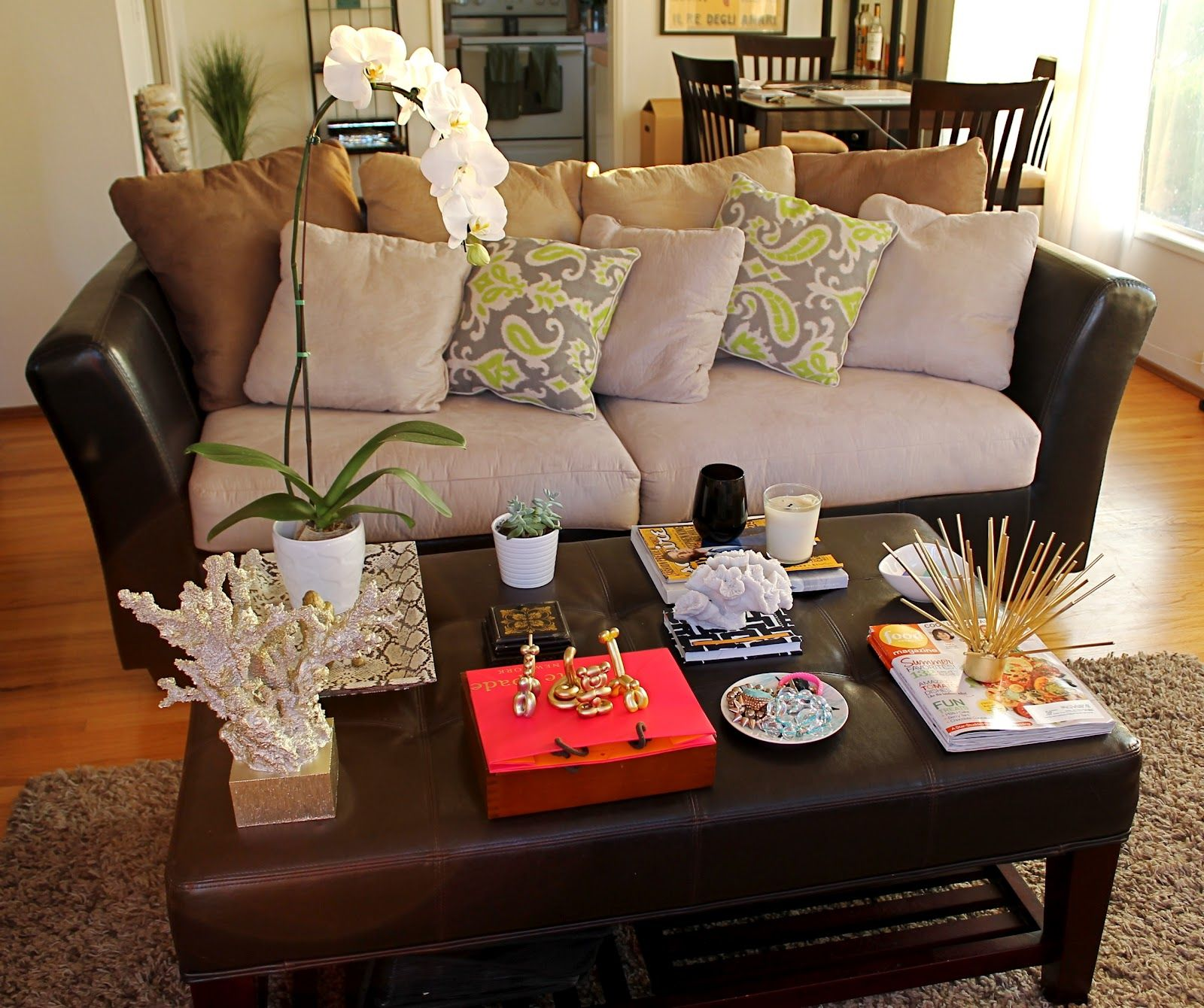 - Decorating Ideas For Coffee Tables With Flower Vase And Pillow