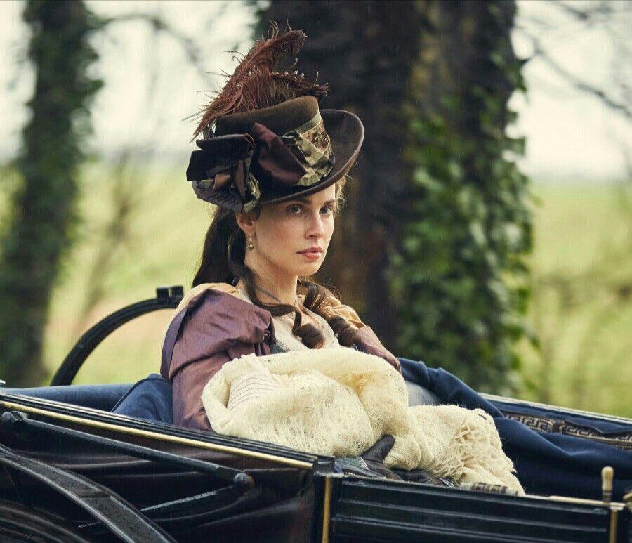 Heida Reed as Elizabeth Warleggan in Poldark s3