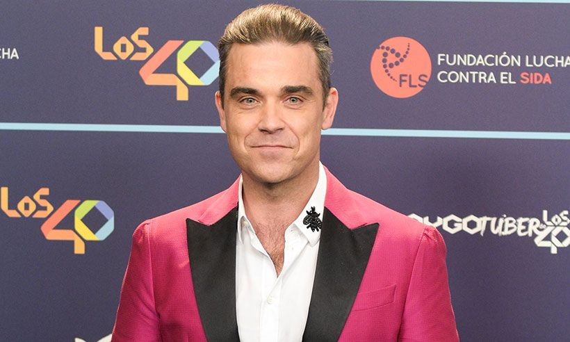 Check Out Robbie Williams Cheeky Response To His New Year S Hand