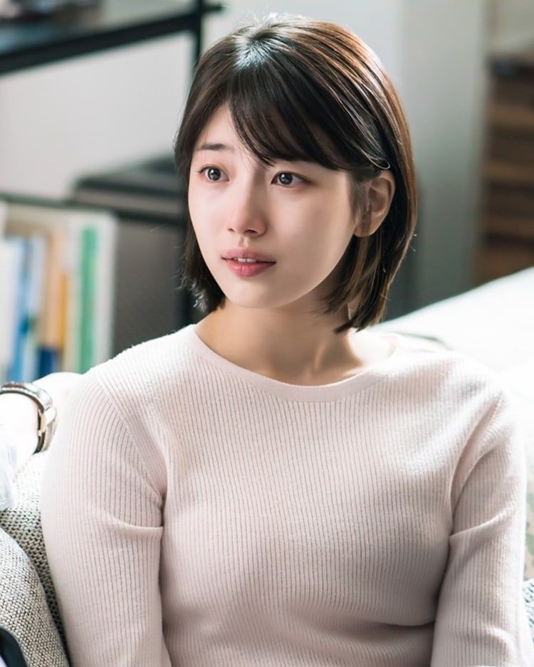 """Lee Jong Suk Comforts Suzy In New Stills For """"While You Were ..."""
