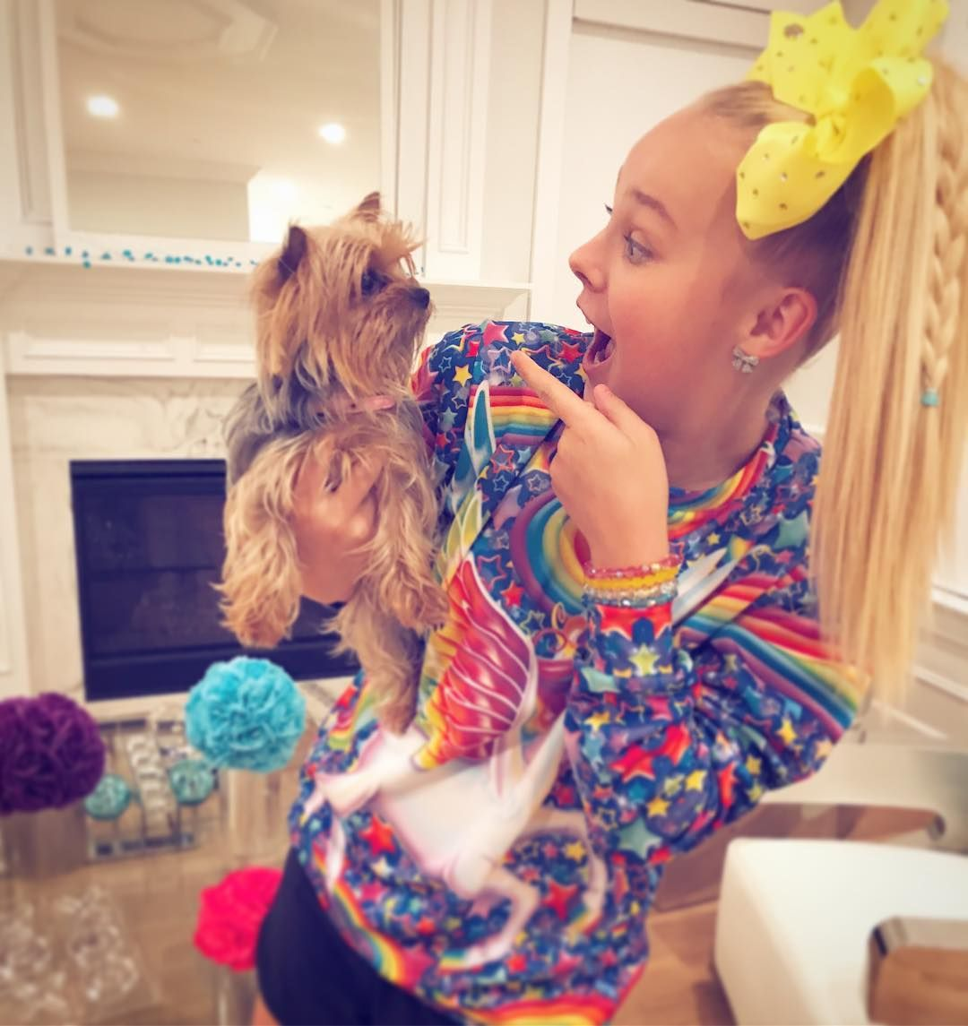 Jojo Siwa Loves Her Dog And Her Sweater By Rageon Find This Look