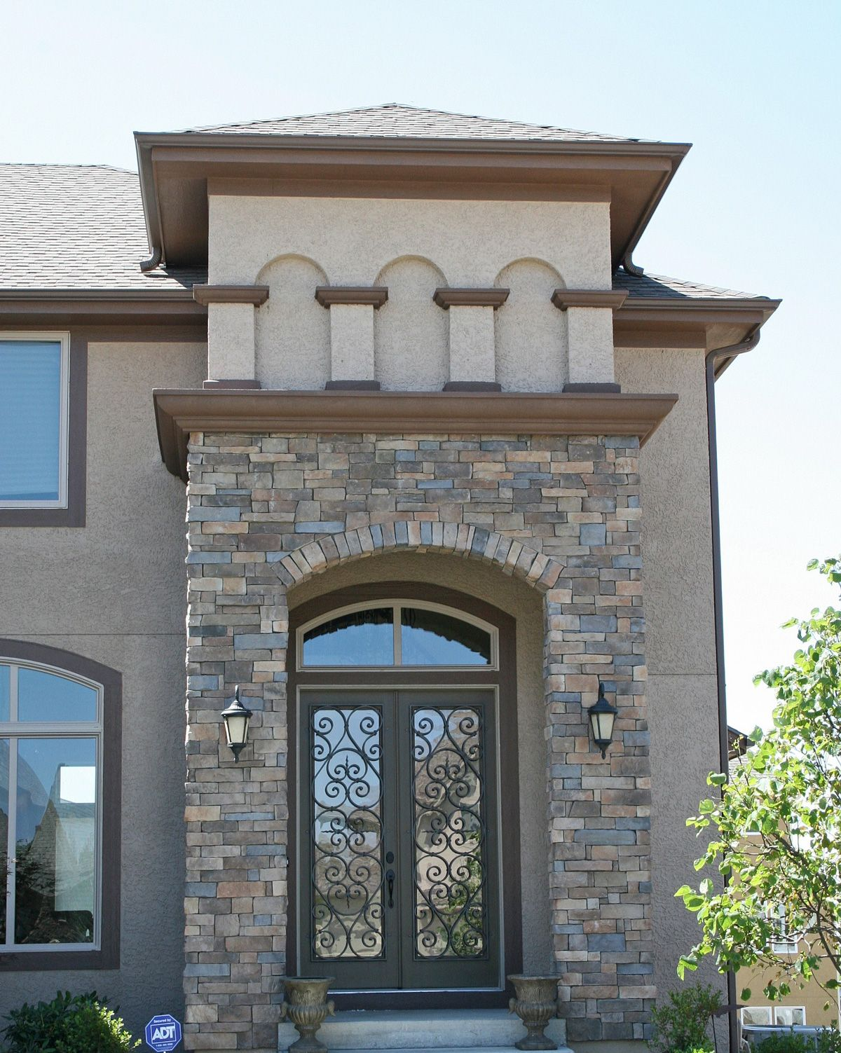 Canyon ledge santa fe exterior stone veneers facade for Stucco facade