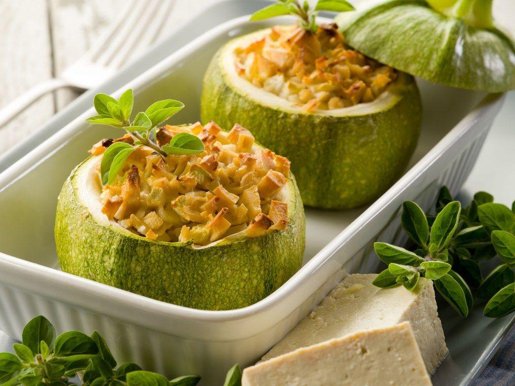 Courgettes rondes farcies au tofu et saumon fumé | Recette | Recette avec courgette, Courgette ...