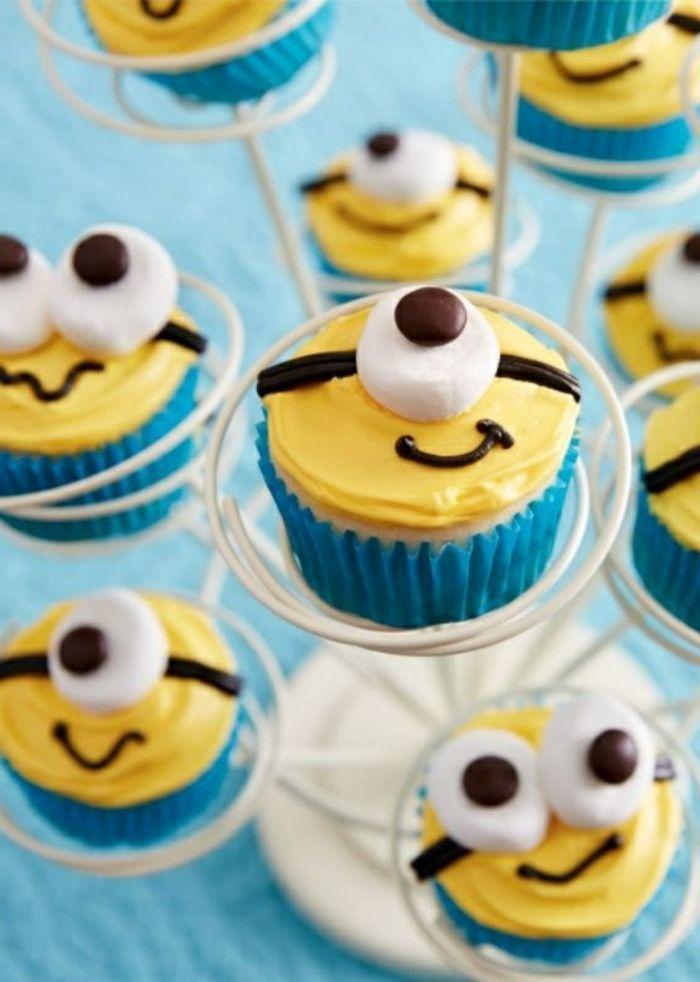 cupcakes wie minion zieren gelbe creme, augen aus süßigkeiten   - Cupcakes/Muffins -