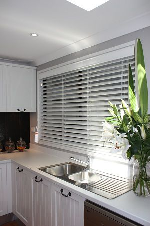 die besten 25 venetian blinds ideas ideen auf pinterest jalousien wohnzimmer jalousien und. Black Bedroom Furniture Sets. Home Design Ideas
