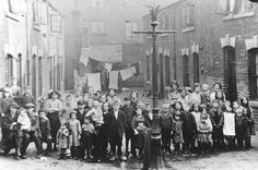 Birmingham back-to-back court, Summer Lane, c1920 © Birmingham Libraries & Archives