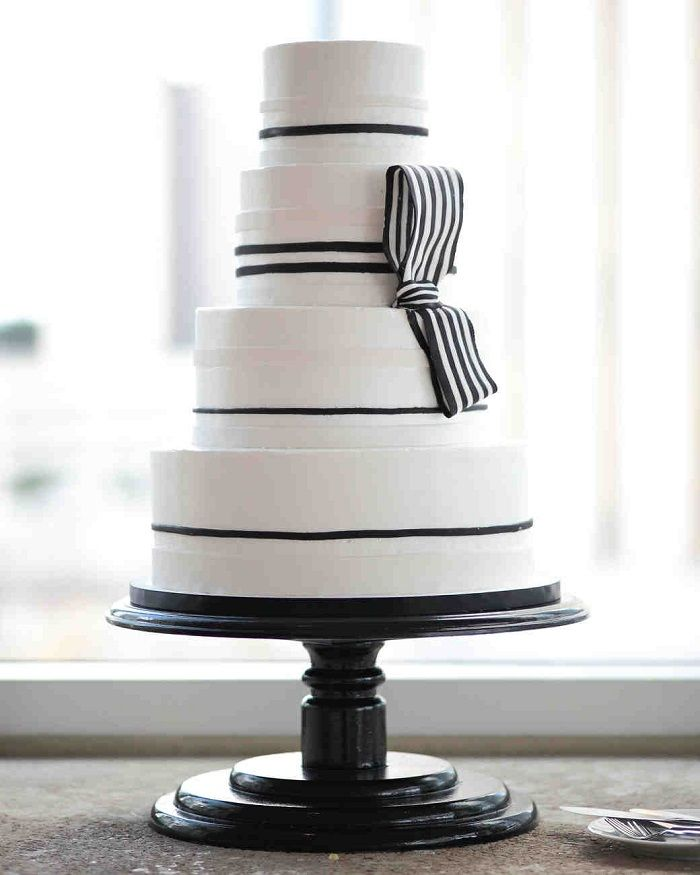 Four-tier cake with black striped details | fabmood.com #weddingcake #modernweddingcake #whiteweddingcake #blackwhite