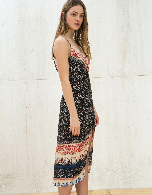 Φόρεμα εμπριμέ κρουαζέ μπροστά - New - Bershka Greece  70f8b8c9722