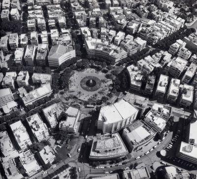 Arkkitehtuurimuseon kevään 2014 kansainvälinen näyttely sukeltaa modernismin alkuaikoihin esitellen Unescon maailmanperi...
