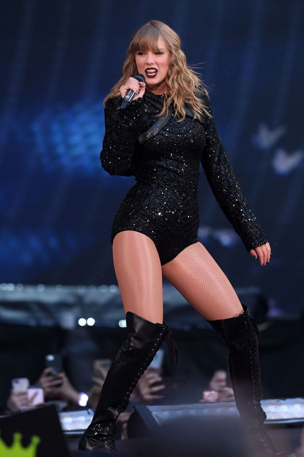 Taylor Swift Sexy Outfit With Sheer Nude Fishnet Pantyhose -7229