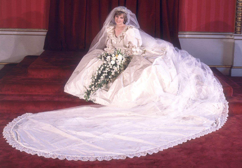Celebrity Wedding Dress Superlatives Princess Diana Wedding Dress Princess Diana Wedding Diana Wedding [ 1041 x 1500 Pixel ]