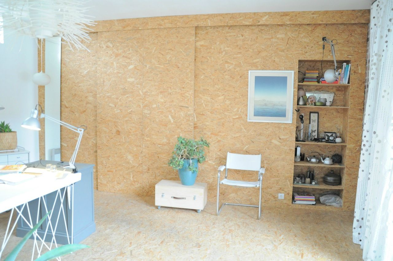 Bureau design sol et mur en osb. maison pour shooting photo et