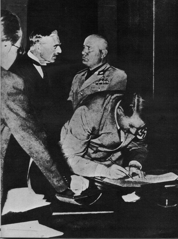 Hitler Signs The Munich Agreement From Httpxenohistorian