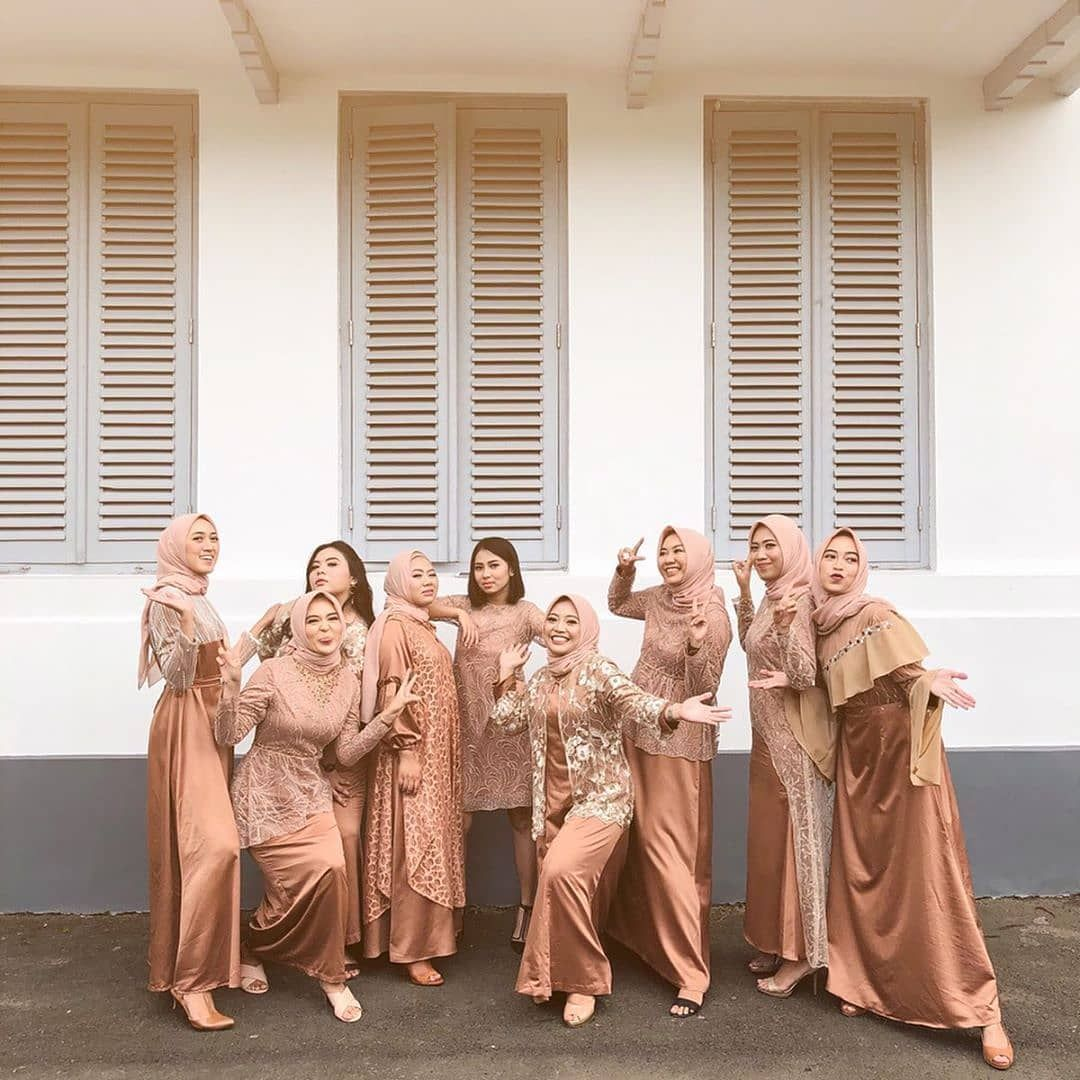 "Photo of BRIDESMAID|KEBAYA|KONDANGAN on Instagram: ""This is our bridesmaids squad..What's yours?.. Don't forget to mention them.. 😆😍😘 – Have an inspiration of Bridesmaid style? Share your…"""
