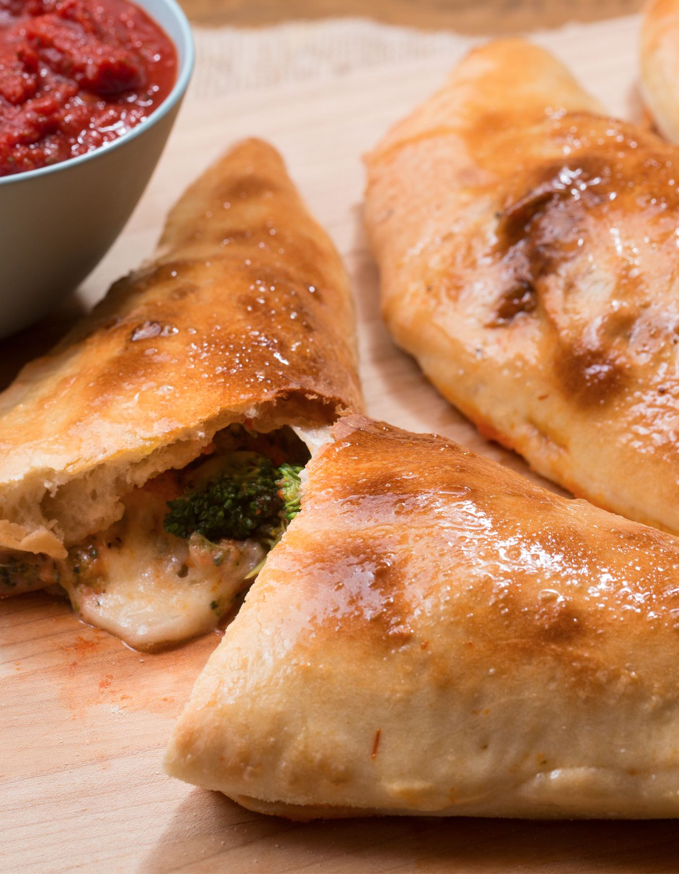 Blue apron broccoli - Cheesy Broccoli Calzones With Tomato Dipping Sauce