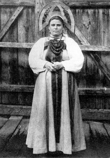 Женщина в праздничном костюме. Уфимская губ. 1911 г ...