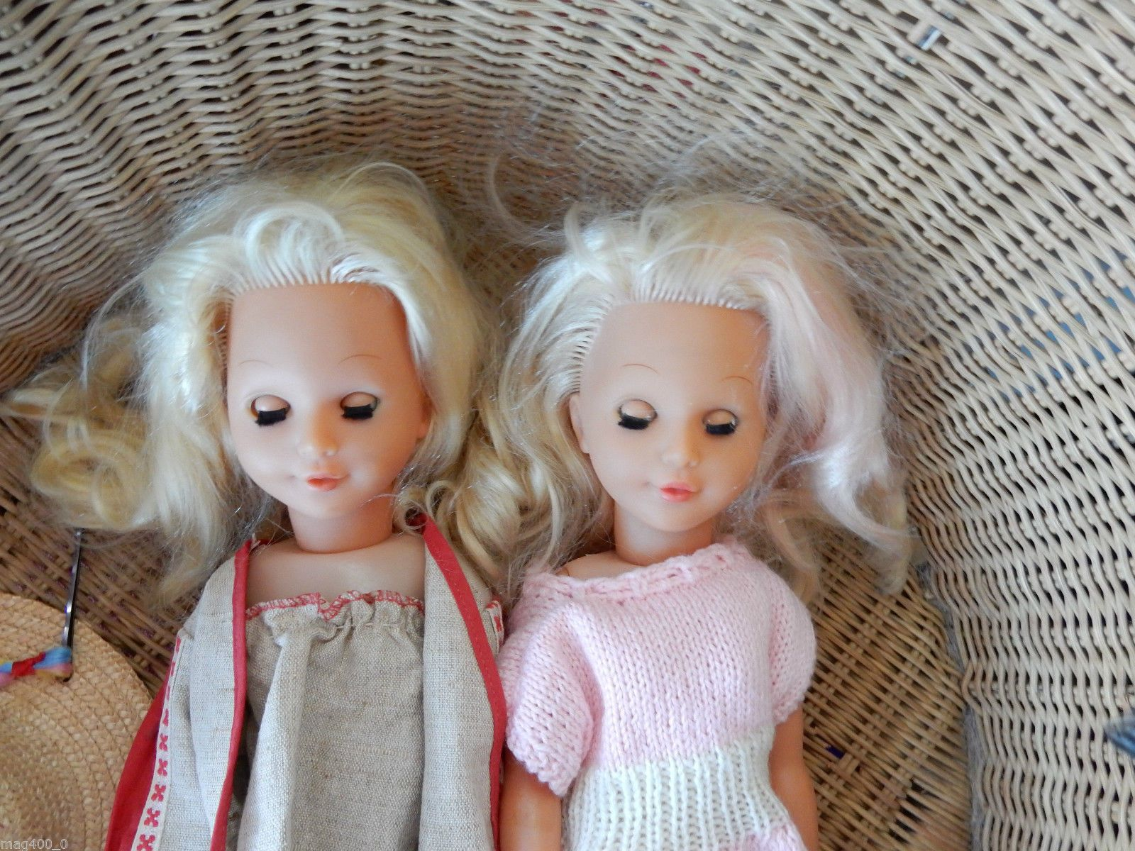 Vintage Twin Dolls play or display 20in teenage blondes