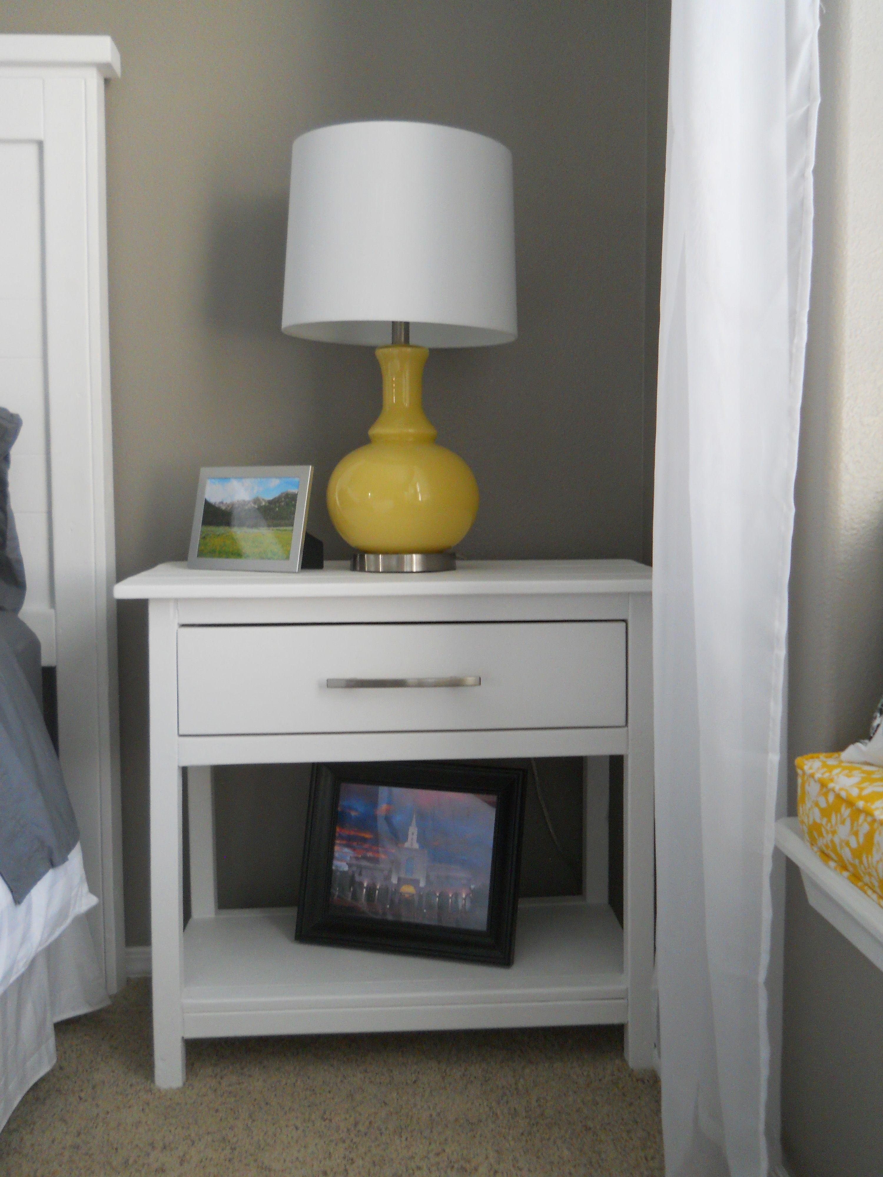 Farmhouse Bedside Table Do It Yourself Home Projects From Ana White With Images Farmhouse Bedroom Set Farmhouse Bedding Sets Simple Bedroom