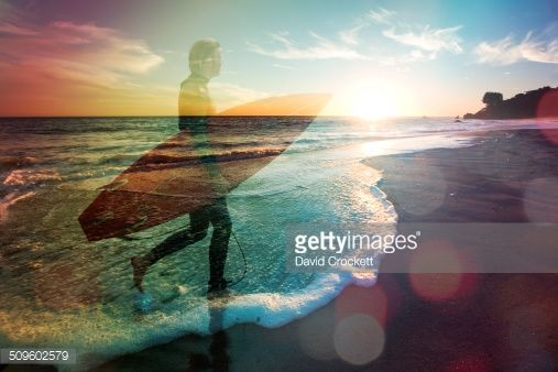 double-exposure-of-man-carrying-surfboard-on-beach-picture-id509602579 (507×338)