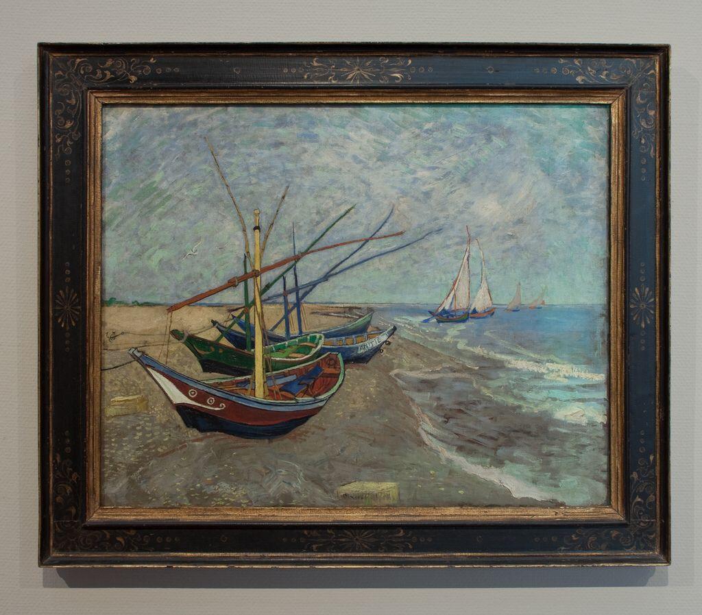Vissersboten op het strand van Saintes-Maries-de-la-Mer, Vincent van Gogh (1888)