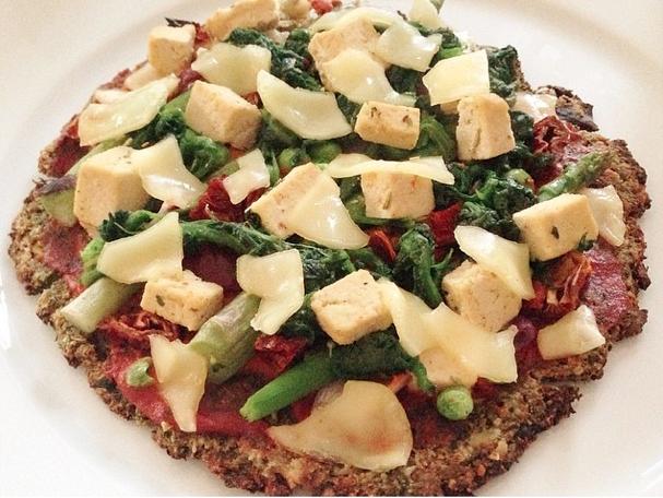 zucchini-brokkoli-boden pizza | reallylovevegan