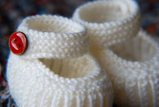 37780f5c72bcc Teeny Tiny Mary Janes A knitsofacto design (www.anniecholewa.com ...